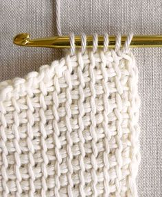 Tunisian Crochet Basics - the purl bee тунисское вязание Crochet Basics, Knit Or Crochet, Learn To Crochet, Crochet Crafts, Crochet Hooks, Knitting Basics, Single Crochet, Tunisian Crochet Blanket, Tunisian Crochet Patterns