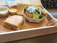 McArthurs cafe and bakery using Panibois wooden baking molds to serve their orders. Molds and crates are customized with their logo.