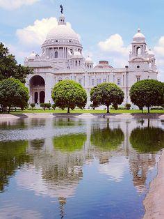 Victoria Memorial - Kolkata, India - Pit Stop Bay Of Bengal, West Bengal, Agra, Cool Places To Visit, Places To Go, Places Around The World, Around The Worlds, Rishikesh, Taj Mahal