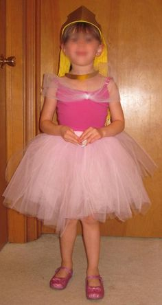 Cheap DIY Aurora - Disney Sleeping Beauty - Costume for kids, babies, and adults - Great for a Disney trip, dress up, or Halloween! Disney Costumes For Kids, Toddler Costumes, Tutu Costumes, Easy Halloween Costumes, Diy Halloween, Costume Ideas, Tutu Dress Tutorial, Costume Tutorial, Dress Tutorials