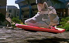Accept it! Everybody wants this items comes true. Marty McFly using the Flying Skaterboard by Mattel and his Tennis the Power Laces by from Back to the Future II , Michael J Fox, Nike Outfits, Tech Gadgets, Cool Gadgets, E Sport, Mattel, E Mc2, Future Tech, Cool Tech