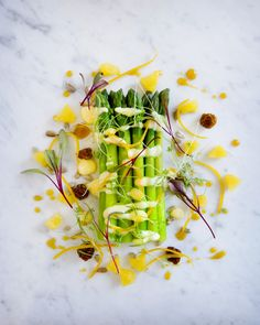 Warm asparagus with orange confit and hollandaise sauce, red sorrel cress
