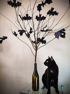 Last Halloween, Halloween Trees, Halloween Goodies, Halloween 2020, Wine Bottle Trees, Old Wine Bottles, Halloween Birthday Decorations, Diy Halloween Dekoration, Black Tree