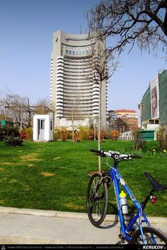 Cu bicicleta prin Bucuresti - 1: Universitate - Cartierul Bonaparte - Parcul Herastrau . Cycling In Bucharest - 1 - Universitate - Bonaparte District - Herastrau Park