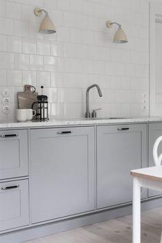 Cabinet color (not model): Tikkurila Pro Gray marble level (light gray)… - Kitchen Decor Open Plan Kitchen Living Room, New Kitchen, Kitchen Decor, Kitchen Design, Beach House Kitchens, Home Kitchens, Shaker Kitchen Cabinets, Cocinas Kitchen, Minimal Kitchen