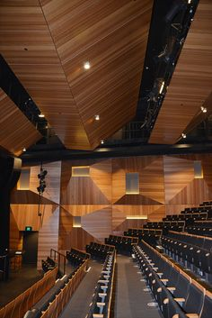 Supawood decorative bespoke natural timber veneer panels feature throughout the wall and ceiling linings of the O'Regan Arts and Cultural Common Building at Monte Sant' Angelo Mercy College in North Sydney NSW. Theatre Architecture, Architecture Details, Interior Architecture, Interior Design, Auditorium Design, Acoustic Wall, Acoustic Panels, Hall Design, Theatre Design