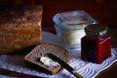My Filistyne reken dat een sny hul mae vol sit en 'n tweede sny is oorbodig. Raklewe van hierdie brood is van nature lank dae) en vries ook baie goed in skywe gesny. Die tekstuur is heerlik lig en klam, How To Make Bread, Food To Make, Brain Healthy Foods, Fruit Bread, Banoffee Pie, Brown Bread, Beef Wellington, Sourdough Bread, Dough Recipe