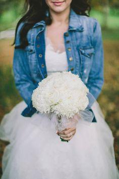 White bridal bouquet + *something blue*- Hudson Valley Wedding captured by Lev Kuperman - via ruffled Rustic Wedding Flowers, Wedding Colors, Wedding Styles, Wedding Photos, Wedding Ideas, Denim Wedding, Chic Wedding, Wedding Wows, Elope Wedding