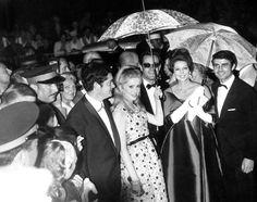 Catherine Deneuve au Festival de Cannes 1964 http://urbangirl-mode.fr/robes-festival-de-canne/