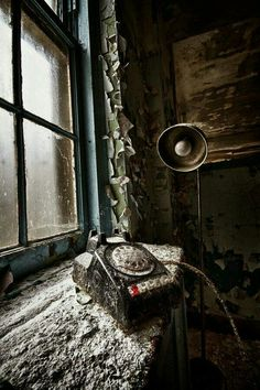... telephone lines with no voice ...                         [Urbex]