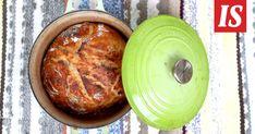 Ihanan rapea leipä paistetaan valurautapadassa. Tämä ohje on kiireettömälle leipurille. Baking Bad, Deli, Bread Recipes, French Toast, Food And Drink, Pizza, Cooking, Breakfast, Kochen