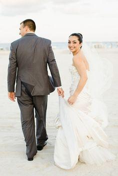Top 3 Tips When Selecting Your Destination Wedding Dress I Monique Lhuillier Bridal I Coral Gables I Chic Parisien I cpbride.com/blog