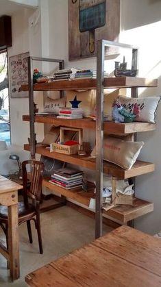 *estructura en hierro color oxido *estantes en madera reciclada