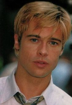 Brad Pitt - Photo posted by - Brad Pitt - Fan club album . Beautiful Men Faces, Beautiful Boys, Gorgeous Men, Beautiful People, Brad Pitt Haircut, Brad Pitt Photos, Brad And Angelina, Blonde Moments, Handsome Actors
