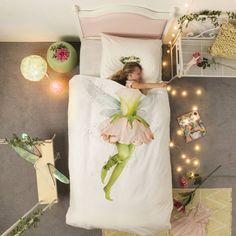 Geloof jij in magie? In wezens zo klein dat ze een bloem als jurk dragen en kunnen slapen in de palm van jouw hand? Die uit het bos komen om jouw dromen werkelijkheid te laten worden? Nou, soms, komen sprookjes uit…zeker met Snurk beddengoed.