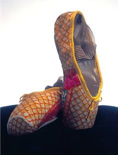yinka shonibare pastiche  As a huge fan of animal incorporation, these stand out to me. I love the delicacy.