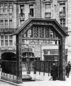 Der U-Bahneingang am Leipziger Platz, dahinter der Fürstenhof, um 1910 (?)