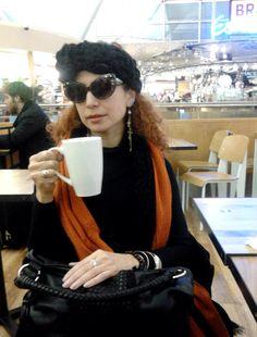 Yo, en el aeropuerto de Londres = My friend!!