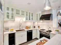 Be confident with the unmatched Kitchen Design White Cabinets Black Appliances - http://www.aitrc.com/be-confident-with-the-unmatched-kitchen-design-white-cabinets-black-appliances/