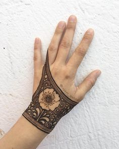 Unique latest mehndi design for hands by @rabbyy_mehndi #henna #hennadesign #hennatattoo #hennaart #mehndiart #mehendidesign