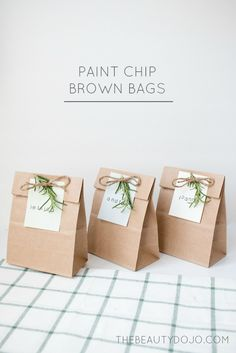 Diy Paint Chip Brown Bags - The Beautydojo Paper Bag Gift Wrapping, Paper Gift Bags, Paper Gifts, Cookie Packaging, Gift Packaging, Christmas Bags, Christmas Wrapping, Craft Gifts, Diy Gifts