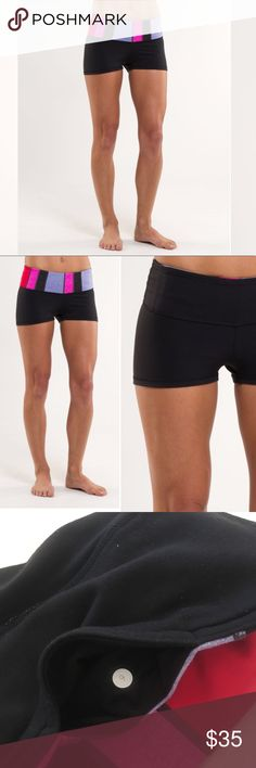 Lululemon Boogie short reversible black size 6 Lululemon Boogie Short. Black/quilting winter reversible shorts. Perfect short shorts for yoga, exercise, the beach, or just hanging out. Gently used, great condition. Extremely minor pilling. Size 6. Fabric Luon. Offers welcome. Bundle and save. lululemon athletica Shorts