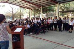 Tilaco, Landa de Matamoros, Qro. 19 de Mayo de 2016.- Aproximadamente 60 alumnos de la escuela Telesecundaria Leona Vicario de...