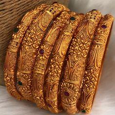 Photo by §hðþþïñg Jewelry Design Earrings, Gold Earrings Designs, Gold Bangles Design, Gold Jewellery Design, Indian Bridal Jewelry Sets, Gold Mangalsutra Designs, Gold Jewelry Simple, Jewelry Patterns, Size 2