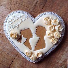 """Wedding gingerbread / Кулинарные сувениры ручной работы. Ярмарка Мастеров - ручная работа. Купить Пряничное сердце """"С Днём свадьбы"""". Handmade. Бежевый"""