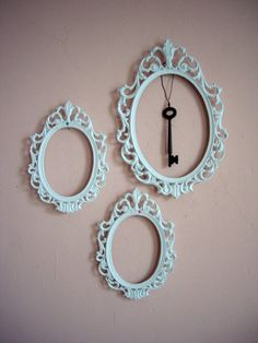 Spray-painted Victorian Frames <3