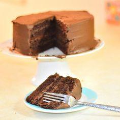 A rich moist chocolate cake with a luscious chocolate buttercream icing. This is the best cake in the world! Chocolate Buttercream Recipe, Amazing Chocolate Cake Recipe, Best Chocolate Cake, Chocolate Desserts, Cake Recipes Uk, Baking Recipes, Bunt Cakes, Yummy Cakes, No Bake Cake