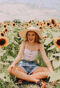 Sunflower Fields Forever Sunflower Feild, Sunflower Field Pictures, Sunflower Pics, Pic Pose, Picture Poses, Picture Ideas, Sunflower Field Photography, Cute Instagram Pictures, Cute Poses
