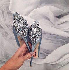Swooning over these sparkly light blue pumps, perfect for your wedding day!