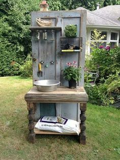 Altered Olives, a British Columbia-based company that creates custom recycled furniture, crafted this one-of-a-kind potting bench from an old wooden door and other salvaged items. # Gardening bench 14 Ways to Perk Up Your Garden Shed Potting Station, Potting Tables, Rustic Potting Benches, Pallet Potting Bench, Pallet Planters, Tool Bench, Planter Ideas, Old Wooden Doors, Salvaged Doors