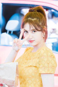 Somi is dazzling in her visuals. J Pop, Kpop Girl Groups, Korean Girl Groups, Kpop Girls, Jeon Somi, Jung Chaeyeon, Korean Star, K Idol, I Love Girls