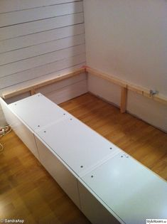 Pour chambre a paloma Diy Bedframe With Storage, Small Bedroom Storage, Diy Storage, Studio Kitchenette, Interior Paint Colors For Living Room, Deco Studio, Diy Bed Frame, Compact Living, Attic Rooms
