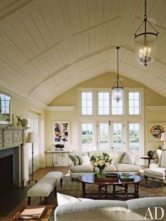 Living Room by Gomez Associates and John Mayfield in Southampton, New York