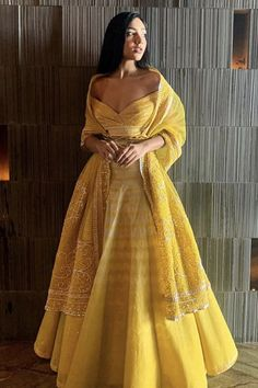 Indian Bridal Outfits, Indian Designer Outfits, Designer Dresses, Indian Gowns, Indian Attire, Indian Wear, Warrior Princess, Churidar, Diwali Dresses
