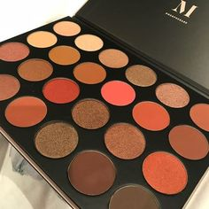 How amazing is this giant morphe eyeshadow palette! So many amazing shades and colors for all these different types of makeup looks! So much creativity and tutorials you can do! Makeup Artist Kit, Makeup Kit, Makeup Tools, Types Of Makeup Looks, Black Girl Makeup, Girls Makeup, Makeup Eyeshadow Palette, Glitter Pigment, Pinterest Makeup