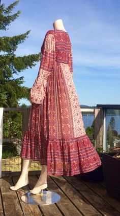 Vintage 70s Bohemian Indian GAUZE Block Print Hippie Festival Boho Maxi Kaftan Dress 1970s Hippie, Vintage Hippie, Boho Hippie, Vintage 70s, Maxi Kaftan, Quoi Porter, Hippie Festival, Modern Boho, Ethnic Fashion