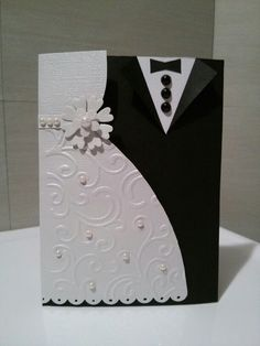 Really beautiful wedding Invitation/weddins/lasercut/bodas/invitacionesboda Wedding Cards Images, Wedding Cards Handmade, Card Table Wedding, Wedding Anniversary Cards, Tuxedo Card, Wedding Invitation Inserts, Bride And Groom Glasses, Groomsmen Invitation, Diy Cards