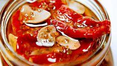Zakonzervujte si opravdovou chuť léta. Chuť zralých rajčat bude díky sušení ještě intenzivnější. Marmalade, Spices, Food And Drink, Healthy Recipes, Homemade, Fresh, Baking, Vegetables, Hampers
