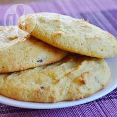 Een gezondere variant van de gewone eierkoek, namelijk gemaakt met amandelmeel (dus glutenvrij) en gezoet met honing. Je kunt ook agavesiroop gebruiken, of rozijnen toevoegen in plaats van cranberry's.