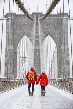 to Pack for a New York Winter // Local AdventurerWhat to Pack for a New York Winter // Local Adventurer Mit der Familie auf dem Vigiljoch im Südtirol ig: hannajamael New York Winter, New York City, New City, New York Travel, Travel Usa, Travel Local, Brooklyn Bridge, Kat Irlin, Studio Apartment Living