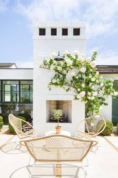 Inspiration for outdoor spaces with a modern farmhouse flair. Modern Farmhouse Back Porch - Modern Farmhouse Back Porch with Fireplace - Coastal Back Patio - Home Decor - Home Design - Brick Painted White Fireplace with Climbing Vine Porch Fireplace, White Fireplace, Fireplace Design, Back Porches, Back Patio, Outdoor Rooms, Outdoor Living, Modern Outdoor Fireplace, Outdoor Fireplaces