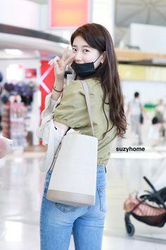 Suzy Bae Fashion, Asian Woman, Asian Girl, Cute Love Wallpapers, Miss A Suzy, Bae Suzy, Airport Style, Airport Fashion, Korean Model