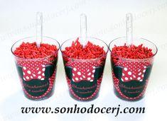 Blog_Brigadeiro de Copinho_Adesivo personalizado_Minnie_7456[2] Mikey Mouse, Mickey Party, Chocolate, Minnie Mouse, Alice, Cupcake, Tableware, Blog, Festa Party