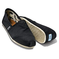 My summer travel shoe, Toms Classics in black
