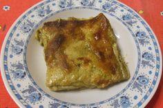 Le lasagne al pesto sono fatte con besciamella e pesto genovese invece del classico ragù di carne. Spesso si usa il pesto arricchito di patate e fagiolini.