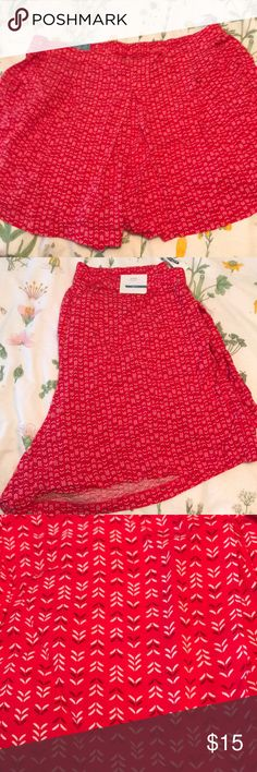 red and white patterned flowy shorts POCKETS XL Old Navy XL POCKETS!!!! never worn Old Navy Shorts